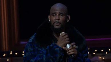 R Kelly Performs on stage at the FOX Theater on December 27, 2016 in Atlanta Georgia. (Credit: Shutterstock)