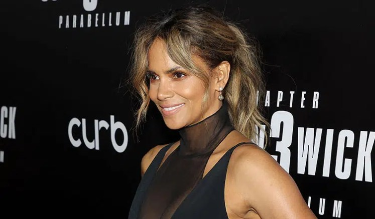 """Halle Berry attends """"John Wick 3"""" Premiere in New York. (Credit: YouTube)"""
