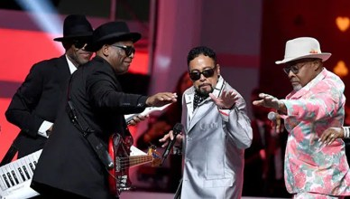 Morris Day performs in tribute to Jimmy Jam and Terry Lewis at Soul Train Awards (Credit: YouTube)