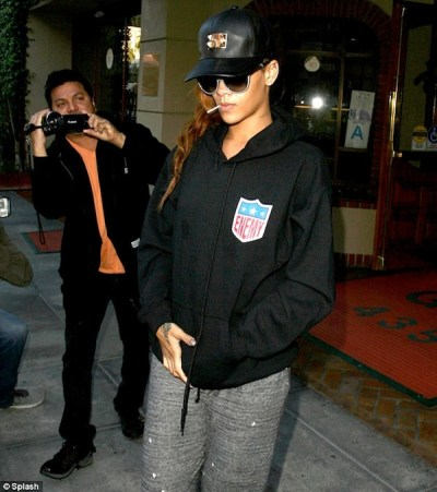PHOTO: Rihanna Show Some Skin Denim Shorts - Urban Islandz