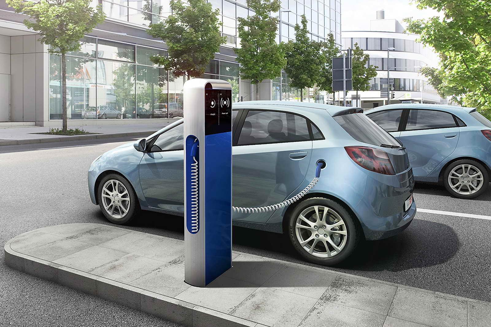 Vehículo eléctrico enchufable. Fuente: evwind.com