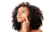 Hydration is Vital: Dry climate has approached and it is time to switch out your lightweight moisturizer for a thicker, cream-like substance with hydrating ingredients to guarantee intensity and long-lasting protection and as well as coverage. The lightweight moisturizer will not be as effective.