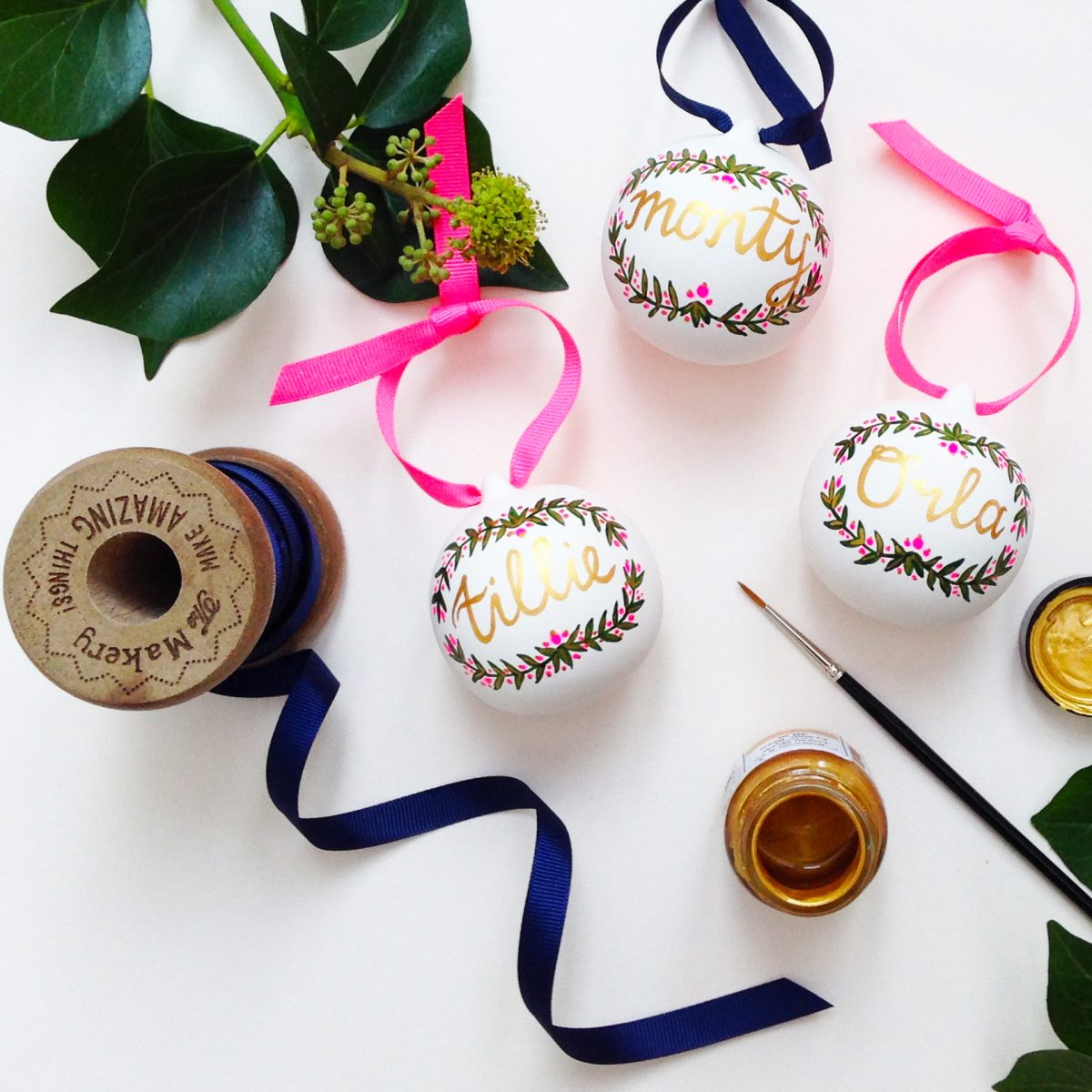 Free Festive hand painted bauble workshop