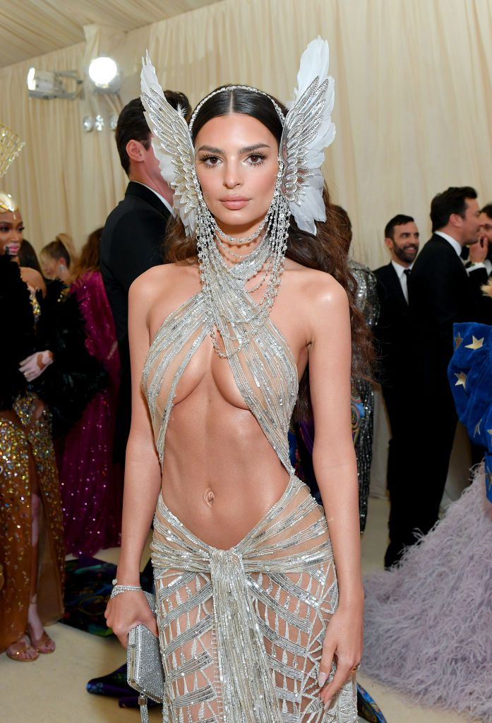 emily-ratajkowski-attends-the-2019-met-gala-celebrating-news-photo-1147433891-1557191028.jpg