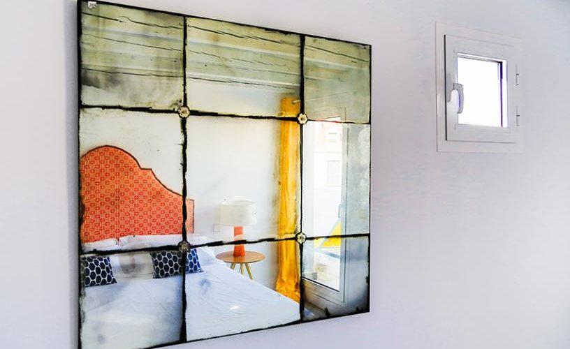 Detalle espejo Segunda Habitacion en atico con terraza UrbanVida La Latina