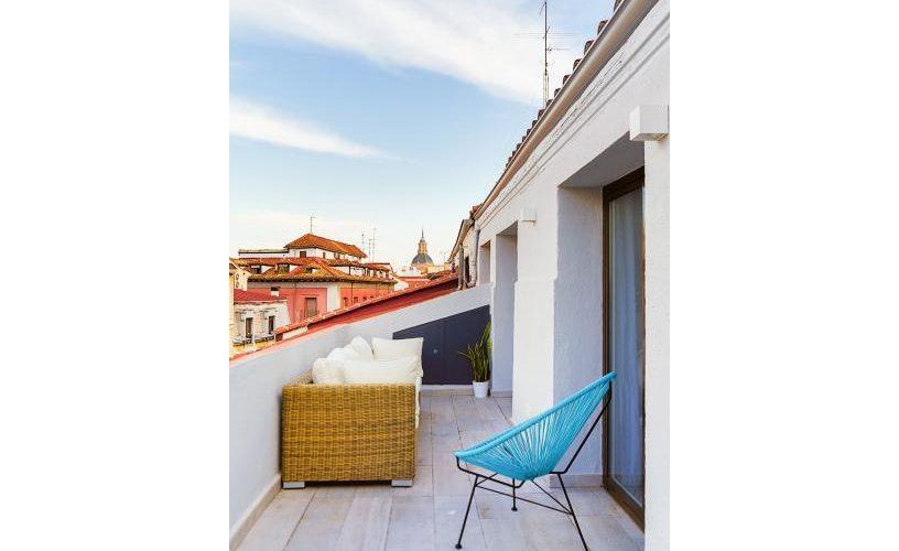 Terraza en atico con terraza UrbanVida La Latina