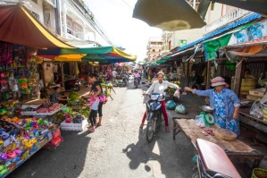 Street Vendors Fight To Stay on Street