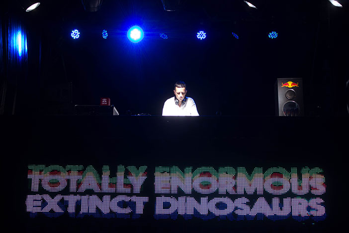 Totally Enormous Extinct Dinosaurs (Red Bull Music Academy presenta) Block Party