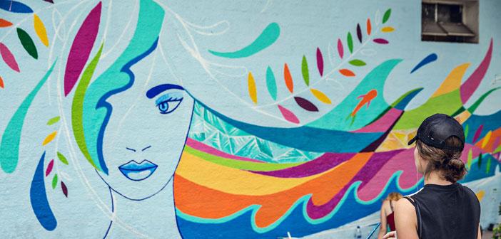 Vichy, Exalta La Fortaleza De La Mujer Por Medio Del Arte Urbano