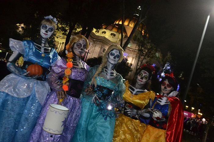Nos encontramos a las princesas caminando por la CDMX el pasado fin de semana durante la procesión de catrinas
