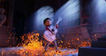 "DISNEY - PIXAR COCO - Ya está disponible el video musical ""Recuérdame"" interpretado por Carlos Rivera"