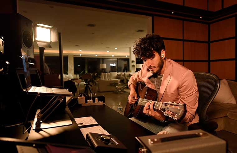 Sebastián Yatra en Conecta y Canta exclusivo de Disney+