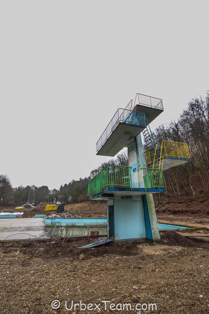 Schwimmbad B 2