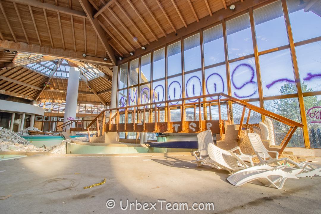 Subtropical Swimming Pool 33