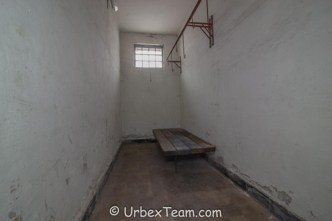 Prison H7 4