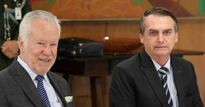 """Alexandre Garcia sinaliza ruptura com Bolsonaro e é parabenizado por eleitor que """"abriu os olhos"""""""