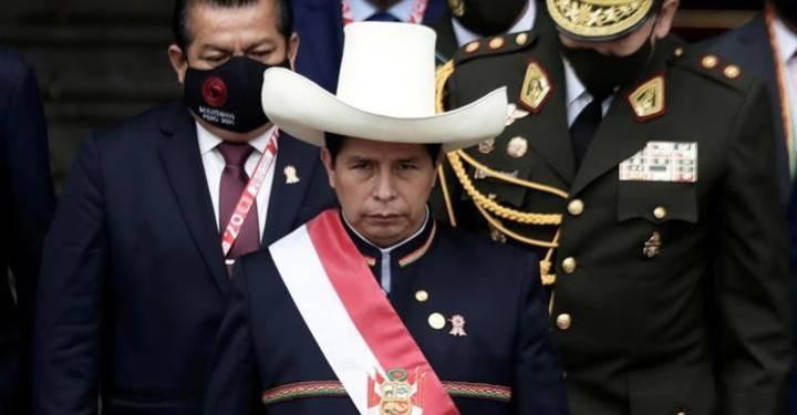 """""""É a primeira vez que esse país será governado por um camponês"""", discursa Castillo em sua posse no Peru"""