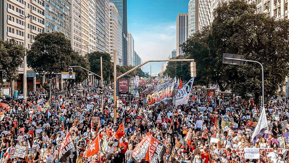 """Abin monitora protestos após """"vandalismo"""" e site pede atenção aos """"sabotadores de sempre"""""""