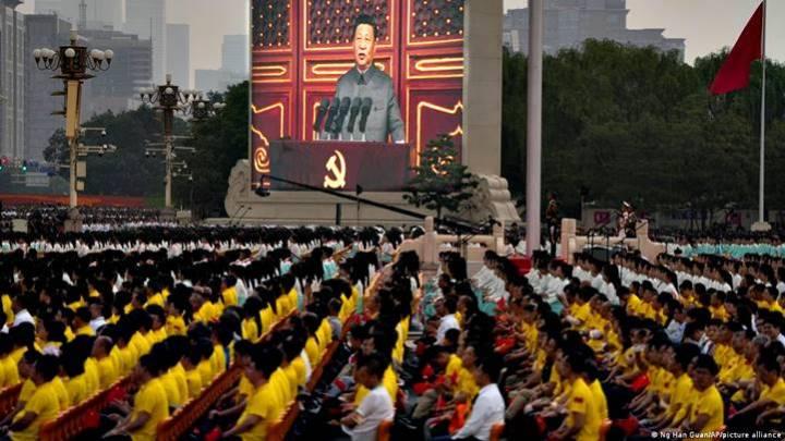 """Xi adverte: """"Qualquer um que se atrever a intimidar a China terá suas cabeças esmagadas"""""""