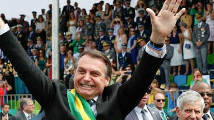 Cumplicidade dos militares estimula Bolsonaro a esticar a corda, diz Noblat