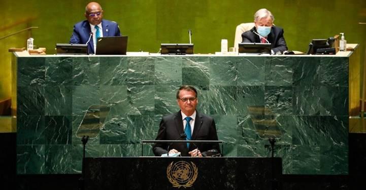 """Após fala de Bolsonaro na ONU púlpito foi desinfetado e até o Itamaraty comentou a """"vergonha alheia"""""""