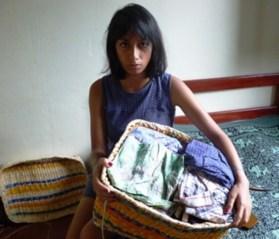 """A colombiana Luisa mora no Brasil com sua mãe há seis anos. Quando teve que deixar seu país, trouxe várias roupas que considerava importantes. """"Cuido muito bem delas até hoje, porque são o espelho do que eu sou"""", diz a menina, que terminou o Ensino Médio e quer fazer faculdade"""