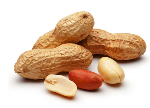 Groundnuts with aflatoxins