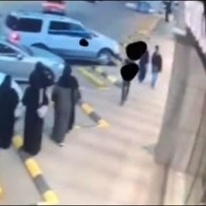 ویڈیو: لڑکی اورلڑکے کی اچانک لڑائی کچھ سمجھ نہیں آئی