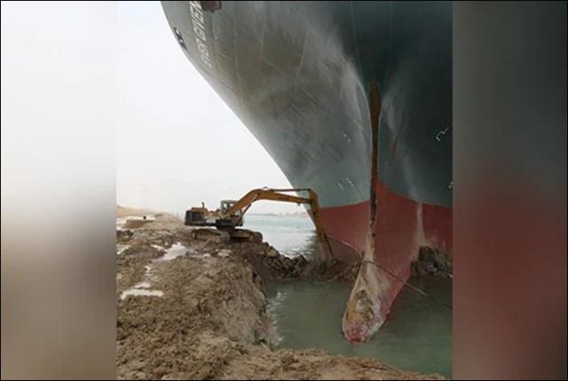 دنیا کے اہم ترین سمندری راستے نہر سوئز میں پھنسے بحری جہاز کو نکال لیا گیا 2