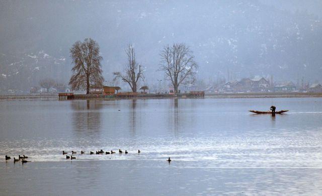 کشمیر: سردیوں کے بادشاہ 'چلہ کلان' کے پہلے دن موسم خشک