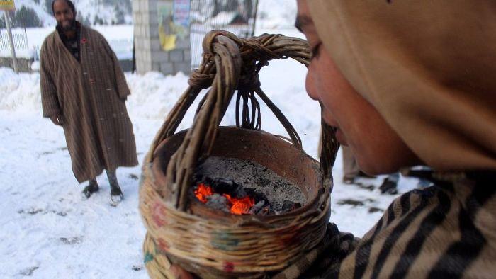 سردیوں کی شدت میں ہو رہے اضافے سے لوگ پریشان