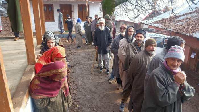 ضلع ترقیاتی کونسل الیکشن:پانچویں مرحلے کی ووٹنگ جاری،صبح 9بجے تک 9۔46فیصد ووٹنگ درج