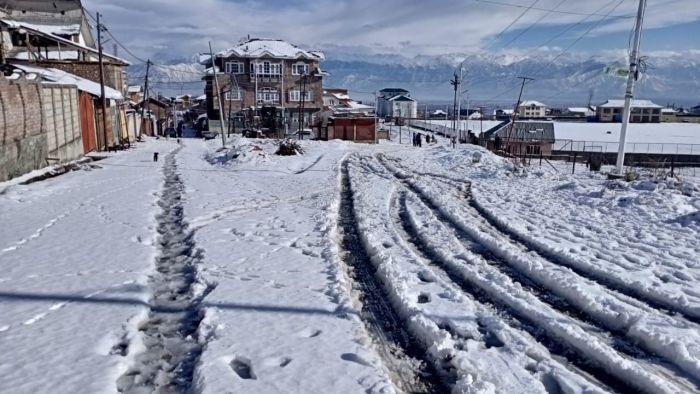کشمیر: خشک موسم کے بیچ سردی میں اضافہ، گلمرگ سرد ترین مقام