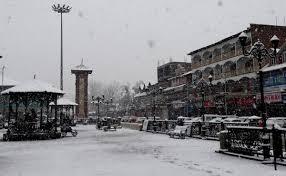 کشمیرمیں تازہ برف باری سے فضائی و زمینی ٹرانسپورٹ متاثر