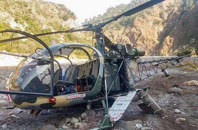 کٹھوعہ میں فوج کا ہیلی کاپٹر گر کر تباہ، ایک پائلٹ جاں بحق دوسرا شدید زخمی