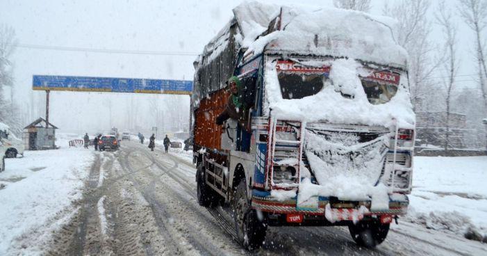 سری نگر- جموں قومی شاہراہ پھسلن کی وجہ سے ٹریفک کے لئے بند