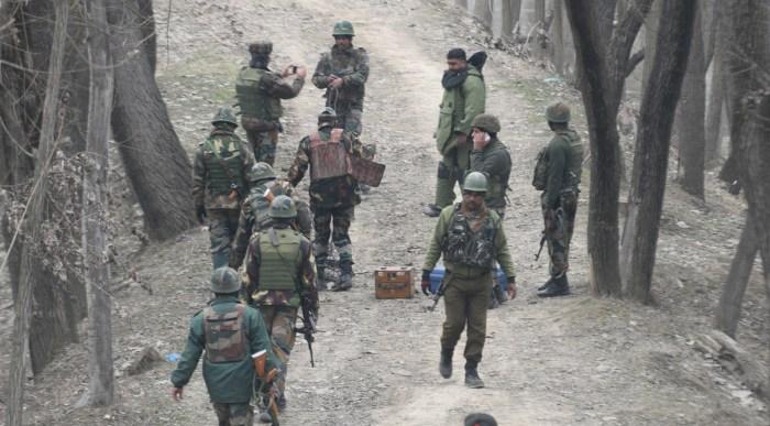 سری نگر کے نوگام علاقے میں قومی شاہراہ پر آئی ای ڈی بر آمد