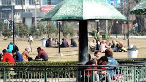 کشمیر: خوشگوار موسم سے لوگ لطف اندوز ہو رہے ہیں