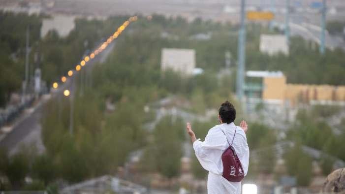 سفرِحج: عازمین کے قافلے عرفات میں، وقوف عرفہ ادا کیا جا رہا ہے