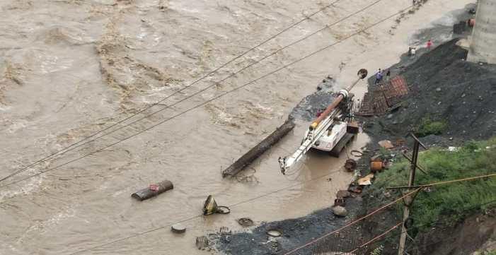 کشتواڑ میں ریسکیو آپریشن جاری، لاپتہ افراد کا کوئی سراغ نہیں مل پایا