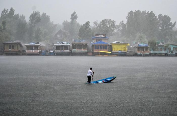 جموں و کشمیر میں وقفہ وقفہ سے بارشوں کا سلسلہ دوسرے دن بھی جاری