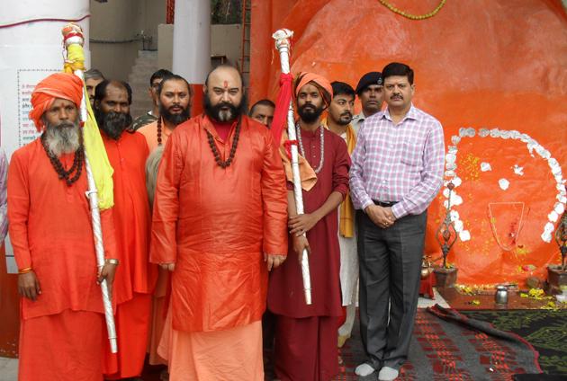 چھڑی مبارک سری نگر کے ہاری پربت قلعے پر واقع شاریکا بھوانی مندر پہنچائی گئی