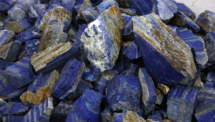 افغانستان معدنیات اور قیمتی پتھروں سے مالا مال جانا جاتا ہے — فوٹو: اے پی/فائل