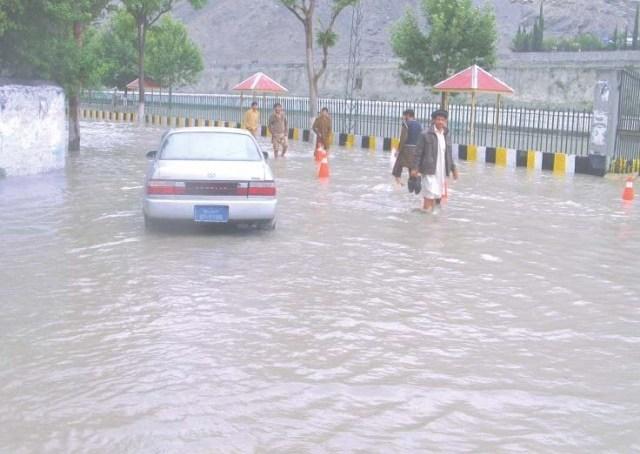 سیوریج نظام سے محروم شہرِ گلگت میں پانی مکانات اور دکانوں میں داخل ہونے لگا ہے