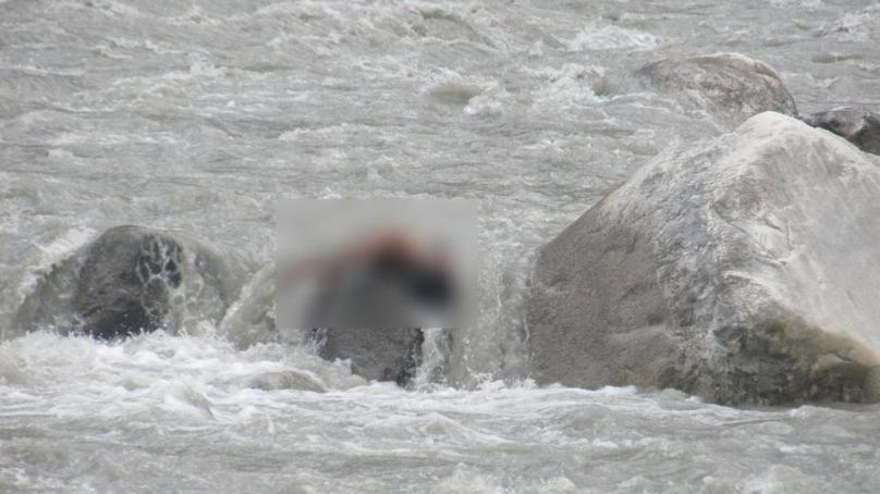 چیرلفٹ کا رسہ ٹوٹنے سے ایک شخص دریائے گلگت میں بہہ کر جان بحق ہو گیا، لاش نکالنے میں انتظامیہ ناکام