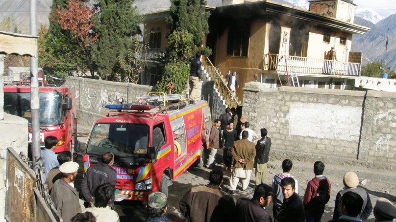 ریاض روڈ پر گھر میں آتشزدگی، کوئی جانی نقصان نہیں ہوا