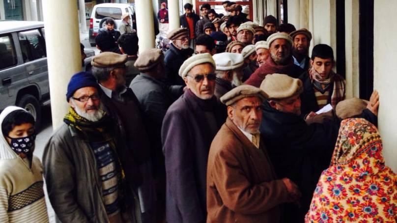 بینک عملے کے ستائے ہوے ضعیف العمر پینشنرز حکومتی توجہ کے منتظر