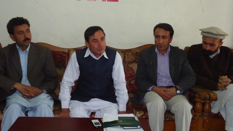 چترال میں وسیع پیمانے پر تباہی ہوئی ہے، بحالی کے لئے وقت بہت کم ہے، ایم پی اے سید سردار حسین کی پریس کانفرنس