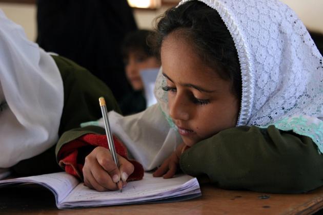 دیہات میں اب تعلیم  کی مخالفت شد و مد سے کیوں نہیں کی جاتی ہے؟