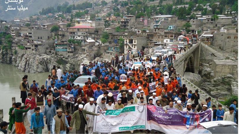 ضلع کوہستان میں داخلہ مہم کے سلسلے میں سیمینار اور واک کا انعقاد، سینکڑوں افراد کی شرکت